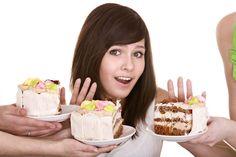 1. Не ешьте за 3 часа до сна, вы должны ложиться с чувством легкого голода. 2. Уменьшайте порции со временем. сегодня положите на 1 ложку меньше, завтра — еще.. и так далее, пока не дойдете до размера ладони (плюс минус). 3. У вас всегда должно оставаться внутри чувство легкости, не переедайте. 4. Убрать жир — это только аэробные нагрузки, никуда