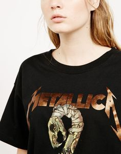 T-shirt «Metallica». Découvrez cet article et beaucoup plus sur Bershka, nouveaux produits chaque semaine.