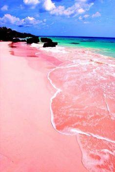 Une plage de sable rose aux Bahamas
