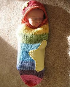 Fuente: http://www.ravelry.com/projects/LoRahKnits/rainbow-baby-cocoon