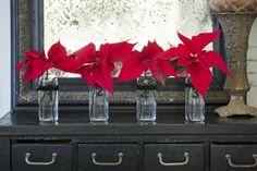 Dekoracje bożonarodzeniowe 2017 – ozdoby w wazonach z gwiazdą betlejemską, świecami i szyszkami #szyszki #gwiazdabetlejemska #poisencja #kwiaty  #czerwone #szyszka #świece #świeczka #świeczki #świece #stroik #stół #dekoracje #DIY #inspiracje #dekorowaniedomu #dom #święta #bożenarodzenie #wigilia #pomysły #bukiety #wazon #deko #2017 #zima2017 grudzień #xmas #candle #flowers #red #green #table #decoration #tabledeco #homedecor #inspirations #photos #santaclaus