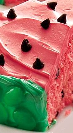 Watermelon Cake ~ Savor the sweetest slice of watermelon you'll ever eat. The chocolate seeds are a melt-in-your-mouth prize. Cake for pregnant woman Food Cakes, Cupcakes, Cupcake Cakes, Watermelon Cake Recipe, Cake Recipes, Dessert Recipes, Brownie, Piece Of Cakes, Let Them Eat Cake