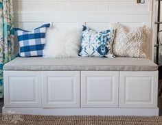 How to build a dining bench from Ikea kitchen cabinets #DIY #furniture #bench #Upcycle #IKEA #cabinets