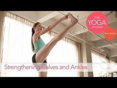 Yoga for snowboarding - Strengthening Calves and Ankles by The Yoga Solution With Tara Stiles Toning Workouts, Easy Workouts, Yoga Videos, Workout Videos, Quad Strengthening, Tara Stiles Yoga, Pilates, Shoulder Workout, Yoga Routine