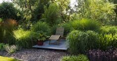 Vor allem eine gute Planung ist für pflegeleichte Gärten wichtig, um sich im Nachhinein viel Arbeit zu ersparen. Wir haben 10 bewährte Tipps und Tricks zusammengestellt, die Ihnen die Gartenpflege erleichtern.