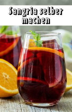 Sangria selber machen so gehts So geht der ultimative spanische Sommerdrink! The post Sangria selber machen so gehts appeared first on Summer Ideas. Sangria Recipes, Drinks Alcohol Recipes, Non Alcoholic Drinks, Smoothie Recipes, Cocktail Recipes, Smoothies, Refreshing Summer Drinks, Summer Cocktails, Sangria Cocktail