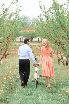 love this pretty bike inspired engagement shoot!