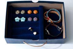 diy gift idea series: cufflinks & earrings jewelry box (part Earring Jewelry Box, Earring Cards, Jewerly Box Diy, Man Crafts, Diy Box, Craft Tutorials, Diy Projects, Jewellery Storage, Diy Tutorial