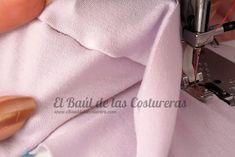 Coser telas elásticas con el prensatelas para bordes sobrehilados falso overlock costura derecho prenda Tela Lycra, Sewing Hacks, Sewing Projects, Sewing Stitches, Couture, Sewing Techniques, Womens Fashion, Minnie Mouse, Sewing Tips