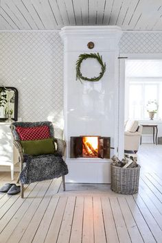 The house has a really homely atmosphere. This house was built in but there is feeling that time has stood still here. Swedish Farmhouse, Swedish Cottage, Swedish Decor, Swedish House, Cottage Chic, Farmhouse Style, Fireplace Mantle, Fireplace Design, Sweet Home