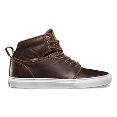 The Alomar takes styling cues from our classic Chukka Boot, and infuses those subtleties with the fashionable aspects of a modern, slimmed-down high-top to create a shoe that pushes the boundaries between skate and street fashion.