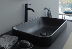 Duravit, in collaboration with Sieger Design, has created Happy Plus, a collection for the complete bathroom environment, extremely elegant and innovative. Next Bathroom, Small Bathroom, Bathroom Ideas, Bathroom Black, Bathroom Designs, Bathroom Furniture, Bathroom Interior, Industrial Bathroom, Pedestal Tub