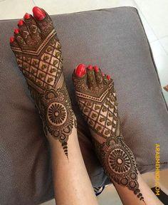 latest mehndi designs for girls bridal henna designs Eid is an auspicious occasion for Muslims all around the world. Easy Mehndi Designs, Latest Mehndi Designs, Wedding Henna Designs, Engagement Mehndi Designs, Mehndi Designs For Girls, Beautiful Henna Designs, Dulhan Mehndi Designs, Henna Designs Feet, Leg Mehendi Design