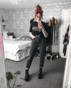 Grunge Outfits – Page 6723370841 – Lady Dress Designs Indie Outfits, Edgy Outfits, Retro Outfits, Vintage Outfits, Cute Outfits, Fashion Outfits, Edgy School Outfits, 80s Style Outfits, Cute Grunge Outfits