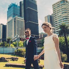 Sydney circular quay 🌆🇫🇷 Nicolas x 🇩🇪 Lena Australia visit 🇦🇺 . . . . #onefineday #sydneyoperahouse #sydneyharbourbridge #mrsmcquarieschair #sydneyaustralia #australiatravel #weddingphotography #weddinginspo #weddingstyle #weddingday #portraitcollective #aboutlifephoto #junebugweddings #sydneyphotographer #sydneyweddingphotographer