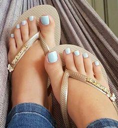 (must love feet) 😍😗 - Best Nail Art Blue Toe Nails, Light Blue Nails, Pretty Toe Nails, Toe Nail Color, Summer Toe Nails, Feet Nails, Pretty Toes, Toenails, Blue Pedicure