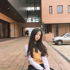 Image shared by teddie. Find images and videos about girl, cute and aesthetic on We Heart It - the app to get lost in what you love. Ulzzang Hair, Ulzzang Korean Girl, Cute Korean Girl, Asian Girl, Ulzzang Couple, Sopa School, Student Images, Selfies, Korean Best Friends