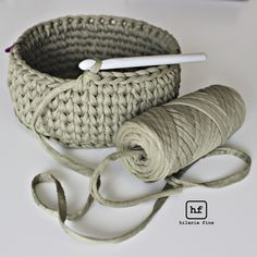 Discover thousands of images about The best of t-shirt yarn is how fast you progress. Lo mejor del trapillo es que avanzas muy rápido.Crochet Basket with T-shirt yaFree crochet pattern: chunky crochet storage tubs - Mollie Makes Crochet Home, Crochet Crafts, Yarn Crafts, Crochet Yarn, Crochet Stitches, Free Crochet, Diy Crafts, Knitting Projects, Crochet Projects