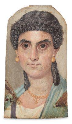 """PORTRAIT DU FAYOUM La Dame en bleu Exceptionnel à la fois par sa qualité picturale et son état de conservation, ce portrait dit """"du Fayoum"""" représente une jeune femme de haut rang, légèrement tournée vers la droite."""