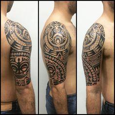 Tatuagem feita em 4 sessões. Duas para ombro e duas para braço. #maoritattoo…