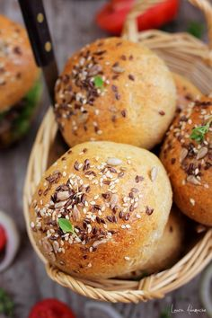 Chifle integrale in cos - lauraadamache. Cos, Hamburger, Bread, Brot, Baking, Burgers, Breads, Buns