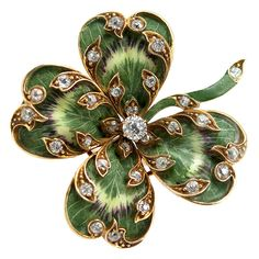 Art Nouveau diamond and enamel clover brooch Enamel Jewelry, Antique Jewelry, Jewelry Box, Vintage Jewelry, Jewelry Accessories, Fine Jewelry, Jewellery, Jewelry Watches, Bijoux Art Nouveau