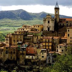 Situated on a rocky outcrop dominating the Val di Sangro, this picturesque village was unfortunately subject to landslides, which destroyed part of the old town.  Via made-in-italy.com and Italy Heritage.