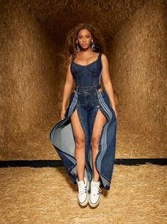 Ivy Park Beyonce, Beyonce Coachella, Ivy Park Clothing, Queen Bee Beyonce, Mrs Carter, Blue Ivy, Beyonce Knowles, Female Singers, Celebs