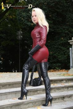 Free Femdom Pics - Daily Femaledom In Sexy Latex Catsuit Fetish Fashion, Latex Fashion, Leather And Lace, Leather Pants, Black Thigh High Boots, Lady, Leder Outfits, Image Blog, Crazy Outfits