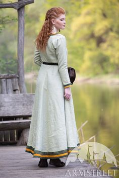 Subtle nuance of this unique natural linen fabric makes the popular viking tunic by ArmStreet even more attractive. Limited quantity of those available. Viking Tunic, Viking Dress, Viking Knotwork, Viking Designs, Shield Maiden, Medieval Clothing, Green Fabric, Natural Linen, Modern Fashion
