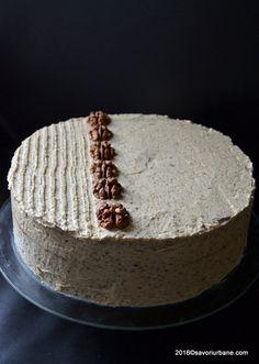 Tort cu nuca – reteta nostalgica. Un tort clasic, fin si gustos, compus din blat pandispan cu nuca (insiropat cu rom veritabil) si o crema alba (fara oua) din nuca oparita cu lapte, spumata cu unt. Un tort cu nuca de pe vremea bunicilor noastre. Romanian Desserts, Something Sweet, Cake Cookies, Sweet Treats, Delicate, Sweets, Candy, Cooking, Recipes