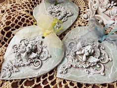 Shabby Chic Home Decor Glue Crafts, Decor Crafts, Diy And Crafts, Arts And Crafts, Christmas Balls, Christmas Crafts, Christmas Decorations, Christmas Ornaments, Iron Orchid Designs