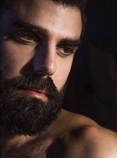 If he's a hairy, hot + beautiful man. Different Beard Styles, Best Beard Styles, Hair And Beard Styles, Handsome Bearded Men, Hairy Men, Moustaches, Beard Trend, Great Beards, Beautiful Men Faces