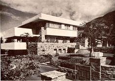Quinta Piedra Azul Autor/es y fechas de nacimiento/muerte: arquitecto Gustavo Wallis (Caracas, 1897 - 1979) Ciudad/Lugar: Caracas Country Club, Caracas, Distrito Capital Ano: proyecto and construccion: 1940-1942