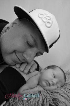 Daddy baby photo newborn idea.