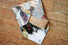 DIY MAGIZINE CLUTCH. WOULD BE RAD TO DO WITH YOUR FAVORITE SNOWBOARD MAGAZINE PAGES.