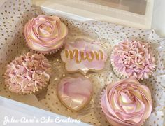 Mother's Day Cupcake Selection Box 💕 By Jules-Anne's Cake Creations Mothers Day Chocolates, Mothers Day Desserts, Mothers Day Cupcakes, Mothers Day Cake, Cupcake Gift, Cupcake Boxes, Mother's Day Cookies, Dessert Boxes, Selection Boxes