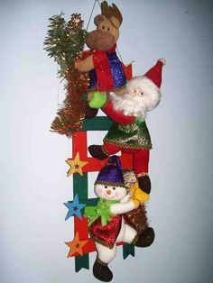 Resultado de imagen para muñecos navideños Felt Christmas Decorations, Christmas Lights, Christmas Wreaths, Christmas Crafts, Christmas Ornaments, Holiday Decor, Christmas Ideas, Crafts To Sell, Diy And Crafts