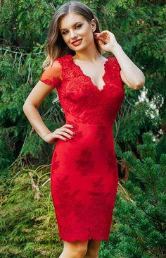 Rochie Eleny Rosie - Tinuta perfecta se compune din doua elemente, la fel ca in tango: dintr-o rochie de ocazie rosie si o femeie increzatoare in fortele proprii. Confectionata integral din dantela, rochia midi cocktail Eleny reuseste sa delecteze privirile tuturor prin design-ul sau caracterizat de linii simple, prin culoarea pasionala si prin luxurianta texturii dantelei etern in voga. Evidentiindu-ti subtil formele feminine si silueta clepsidra, rochia de ocazie midi iti confera o…