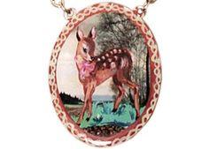ravissant collier avec cerf