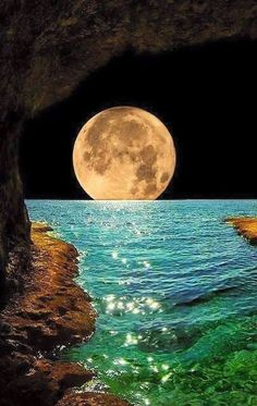 Beautiful moon - Fabulous Full Moon Photography To Keep You Fascinated Images Cools, Pretty Pictures, Cool Photos, Amazing Nature Pictures, Beautiful Moon Pictures, Full Moon Pictures, Ocean Pictures, Shoot The Moon, Moon Photography