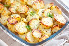 Zawsze się udają i każdemu smakują. Przepis na ziemniaczane talarki z piekarnika warto mieć pod ręką. Zbytnio się przy nich nie napracujecie, bo właściwie robią się same. Są świetne jako dodatek do obiadu lub solo z kwaśnym mlekiem. Niebo w gębie! Przepis na ziemniaczane talarki z piekarnika Składniki: około kilograma ziemniaków, łyżka masła, trzy łyżki … Potato Salad, Shrimp, Grilling, Salads, Food And Drink, Vegetarian, Meat, Cooking, Ethnic Recipes