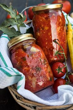 ROSII CU ARDEI SI USTUROI PENTRU IARNA | Diva in bucatarie My Recipes, Cooking Recipes, Favorite Recipes, Healthy Recipes, Health Snacks, Health And Nutrition, Pickling Cucumbers, Romanian Food, Dessert Drinks