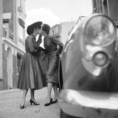 Lesbian Photography - Paris Photographed by Gordon Parks, 1951 Cute Lesbian Couples, Lesbian Art, Lesbian Love, Gordon Parks, Vintage Love, Vintage Ladies, Vintage Lesbian, Gay Aesthetic, Photo Couple