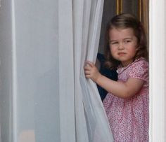 Princess Charlotte of Cambridge watches from a window of Buckingham Palace during the annual Trooping the Colour Parade on June 17 2017 in London. Royal Princess, Prince And Princess, Little Princess, Prince William Et Kate, Prince William Family, George Of Cambridge, Duchess Of Cambridge, Lady Diana, Duchess Kate