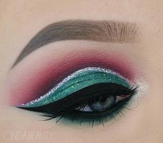 Make Up - Christmas eyeshadow look - Wallpaper Pinme Eye Makeup Art, Colorful Eye Makeup, Elf Makeup, Makeup For Green Eyes, Eye Makeup Tips, Makeup Ideas, Makeup Salon, Makeup Studio, Dress Makeup