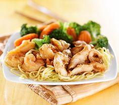 Kycklingwok med broccoli och nudlar