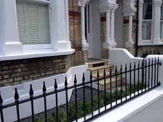 bull nose york stone steps daisy grate victorian mosaic tile path wrought iron rail and gate clapham london rendered painted garden wall (7)