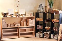 """🔨 Construction shelves stocked with blocks and loose parts! Love the intentional """"homes"""" for the loose parts! Reggio Emilia Classroom, Reggio Inspired Classrooms, Reggio Classroom, Classroom Layout, Classroom Setting, Classroom Design, Kindergarten Classroom, Classroom Organization, Classroom Decor"""