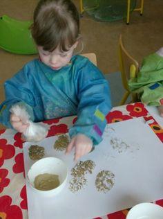 Begeleide of zelfstandige activiteit - Stempelen met stenen in zakjes